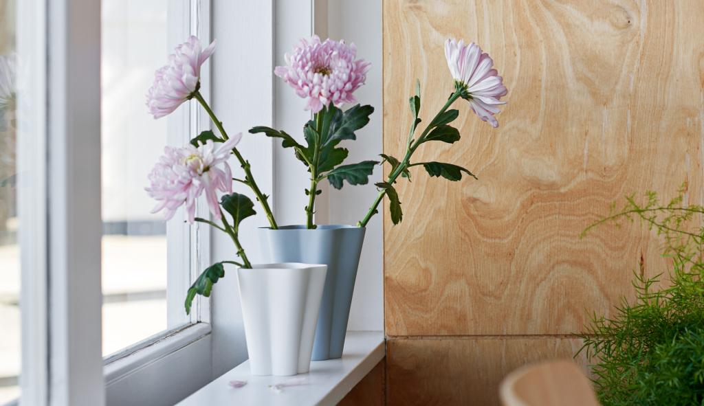 Iris Vase L grey, S off white
